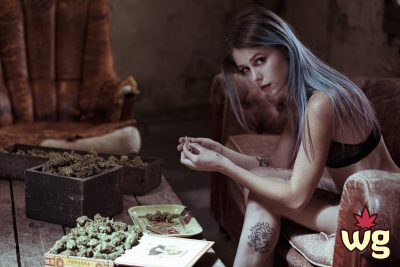 blue hair girl know how to roll joint | Weed girls