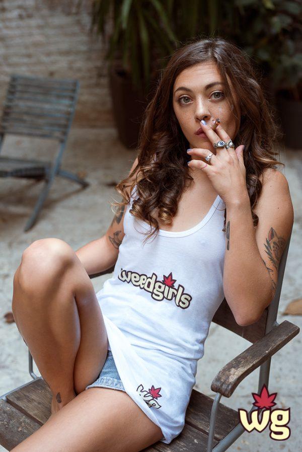 White T shirt | Weed girls
