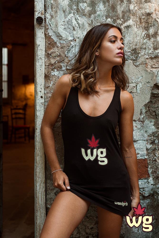 Black T shirt | Weed girls